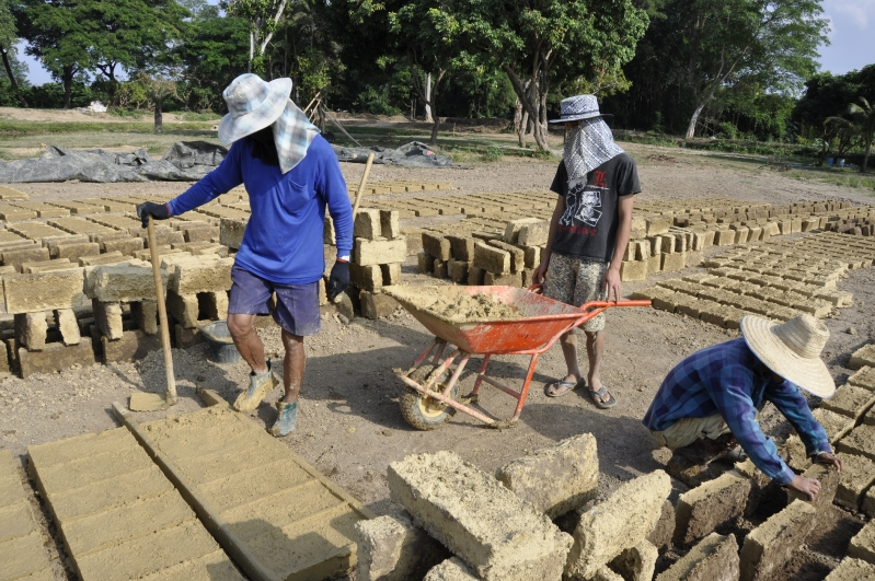 Making adobe bricks for Panyaden Bilingual School, chiang mai