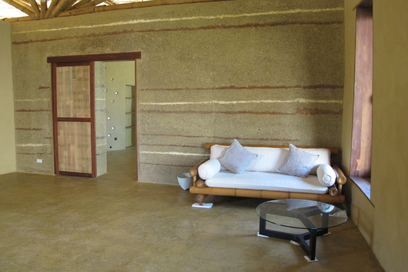 Office With Rammed Earth Wall And Floor 4