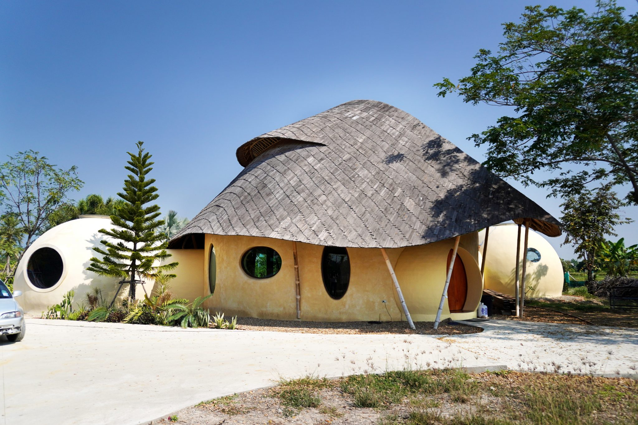 Exterior Dome House-bamboo Roof